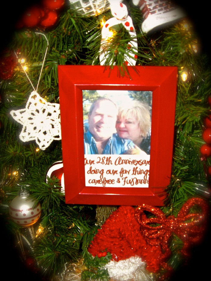 Easy to make framed Christmas ornaments filled with memories of the past year!