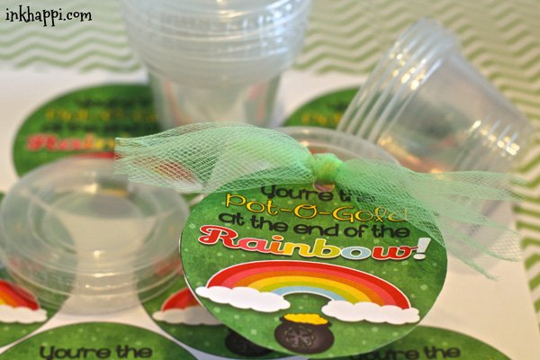 Quick and easy St Patricks day treat ideas using these cute lil containers from Dollar Tree. Surprise your co-workers or family with this to add some fun to their day. :)