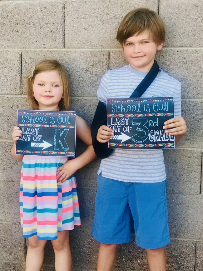 Photo prop signs for kids. (matching first day ones also) So cute!! #freeprintables #school
